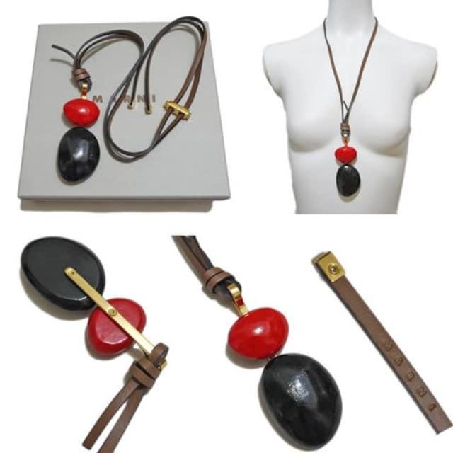 新品マルニ 木製 ネックレス 赤×黒 MARNI < ブランドの