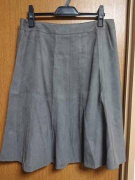 ナチュラルビューティー昨季美品グレージュスエード調フレアスカート大きいサイズ13号