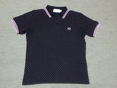 限定品フレッドペリー.ポロシャツ.黒ピンク水玉レディース