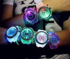 今回限り650円★大人気 レインボーLED腕時計 白 保証付