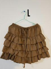 茶色のフリルスカート