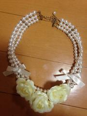美品☆薔薇3連パールリボンチョーカー☆ネックレス