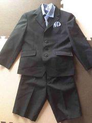 入学式や卒業式に上下スーツ