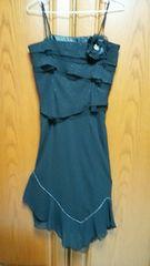 とっても素敵なドレス。黒にシルバーラメラメ。コサージュ付き