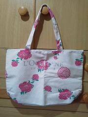 ロクシタン花柄★シルバーロゴのトートバッグ/送料180円