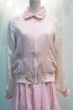 rosemarieseoir・背中ネコ刺繍サテンスカジャン。ピンク