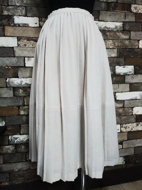プリーツスカート   < 女性ファッションの