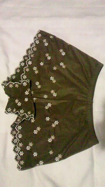ビーチクイーン〓刺繍フラワースカラップフリルスエード三角ビキニ水着〓ショートパンツ3点セット < 女性ファッションの
